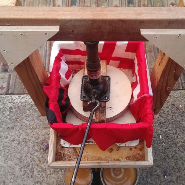 DIY-milk-crate-Cider-press-05